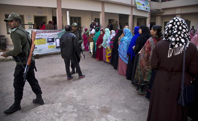 Voting Closes In Bangladesh Polls Marred By Violence - Sakshi