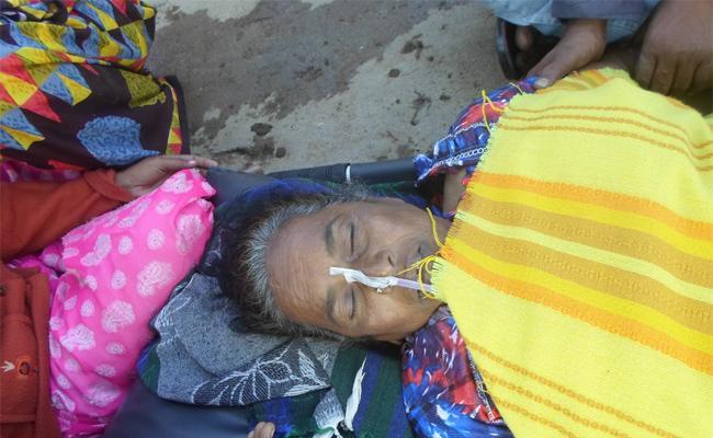 Women Suicide Attempt In Peddapalli - Sakshi
