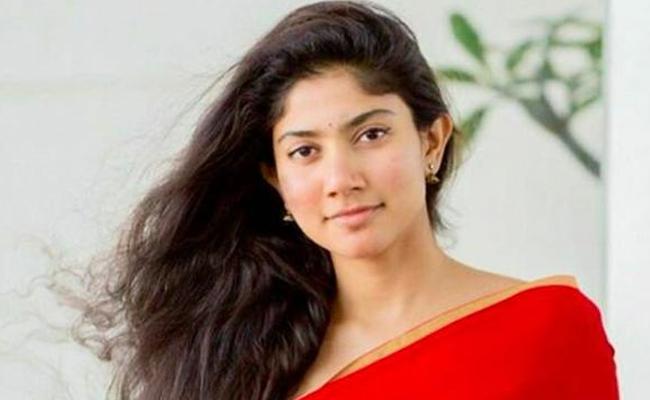 Sai Pallavi Comments on Living Together Relationship - Sakshi