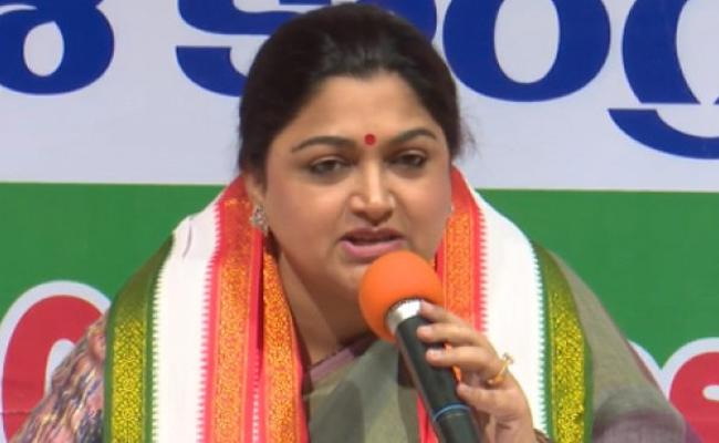 Khushboo Asks Is Kavita Wear The Bathukamma Saree In Adilabad Road Show - Sakshi