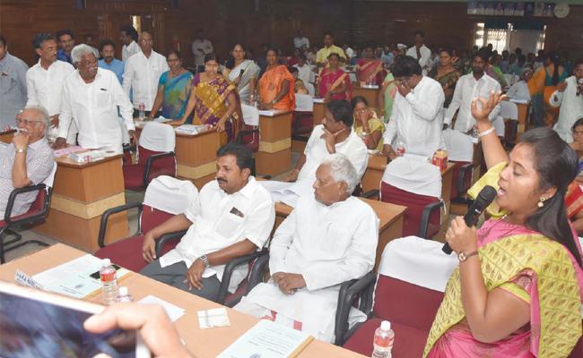 Pushpa Srivani Slams TDP Leaders In ZP Meeting Vizianagaram - Sakshi