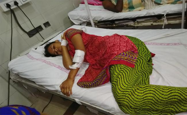Phsyco Murder Attempt on Young Women With Love Named Guntur - Sakshi