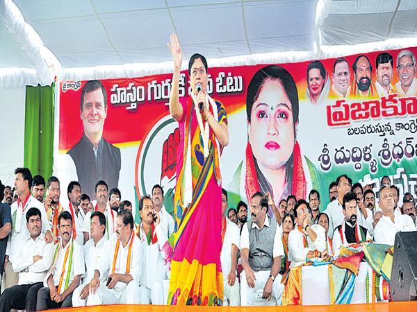 Vijayashanti Fires On KCR - Sakshi