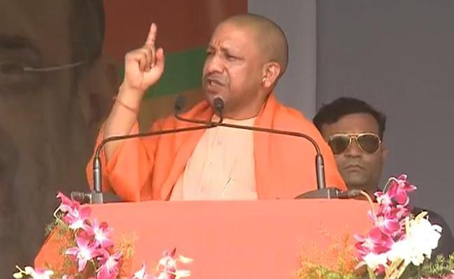 Shiv Sena Slams Yogi Adityanath Over Mob Killing Cop In Bulandshahr - Sakshi