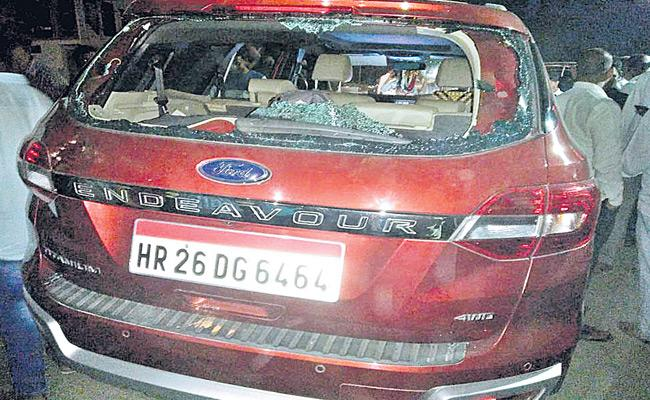 Madhu Yashki Goud Vehicle Attacked By Komireddy Ramulu Followers - Sakshi