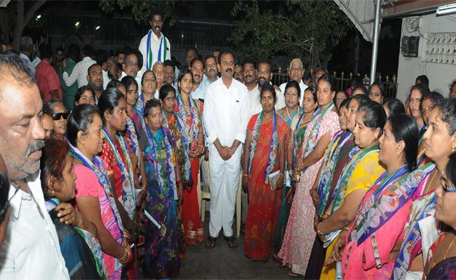Bhumana Karunakar Reddy Meet Dwakra Womens in Chittoor - Sakshi
