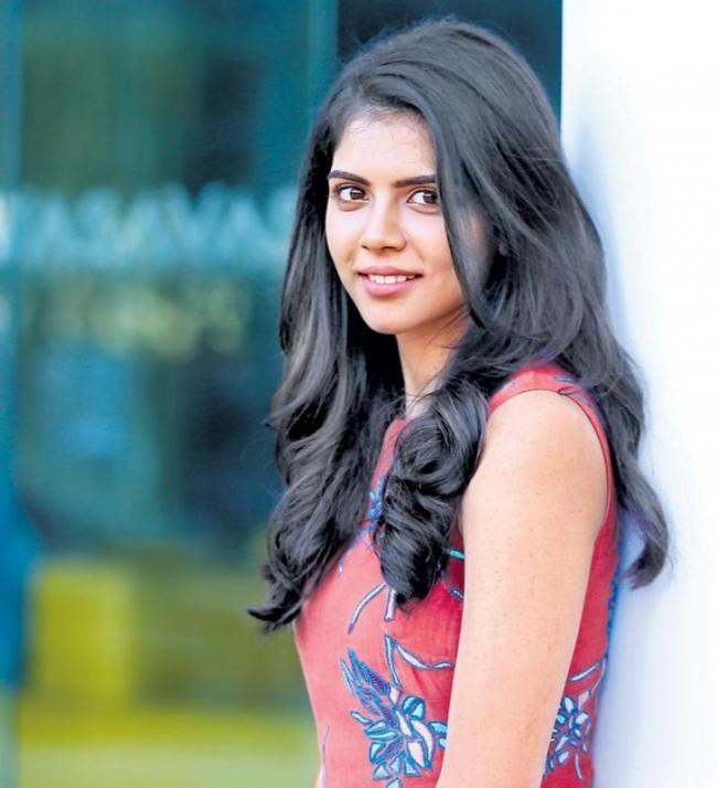 Dulquer Salmaan and Kalyani Priyadarshan To Team Up For Vaan Tamil Movie? - Sakshi