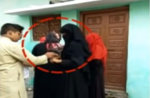 Fake Voters Casts multiple votes in Old City - Sakshi