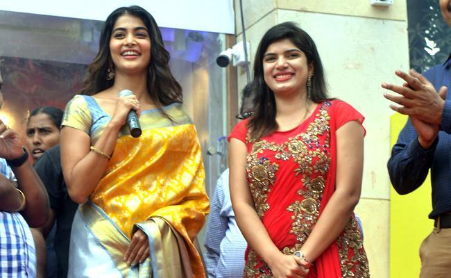Pooja hegde grand opening at guntur swathi shopping mall - Sakshi