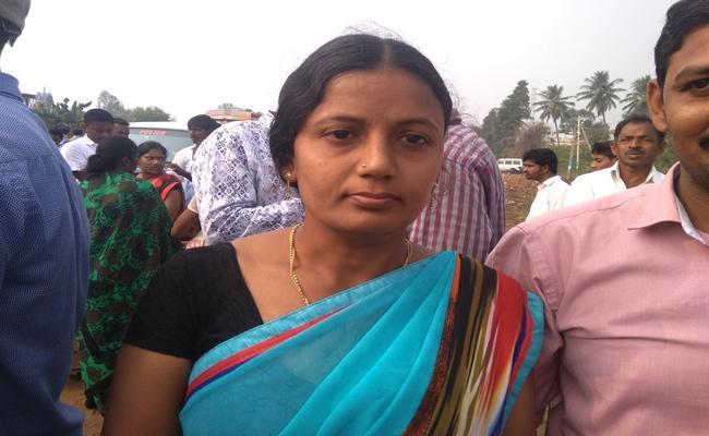 TDP Leaders Attacks On Rajakulu - Sakshi
