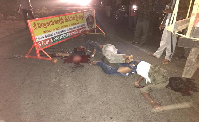 Two young people died in road accident - Sakshi