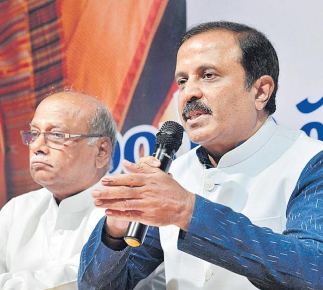 madhu yaskhi attacked on kalvakuntla family rule - Sakshi
