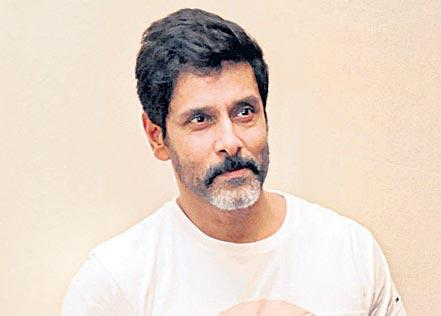 Vikram finalised for Mani Ratnam's adaptation of Ponniyin Selvan - Sakshi