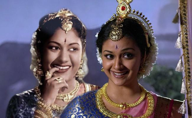 Keerthy Suresh About Mahanati Savithri - Sakshi
