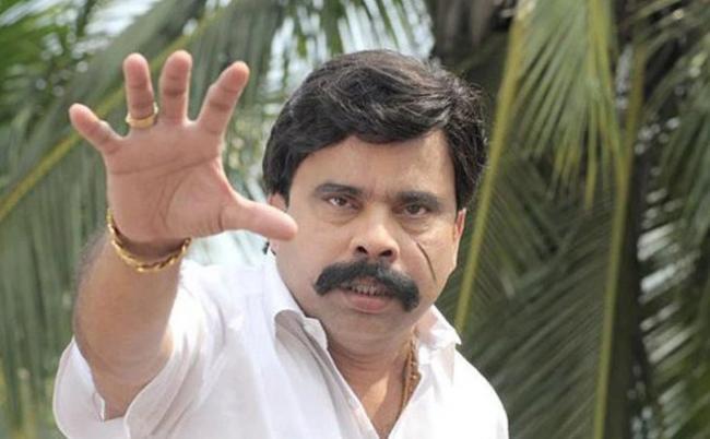 Actor 'Power Star' Srinivasan & his wife kidnapped for ransom - Sakshi