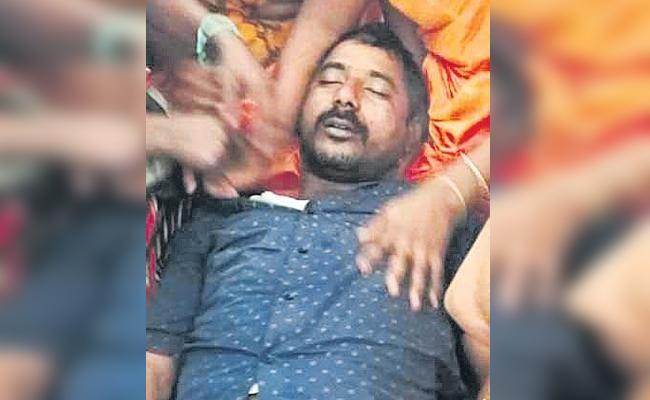 Injured in police lathicharge, Chandru Naik dies - Sakshi