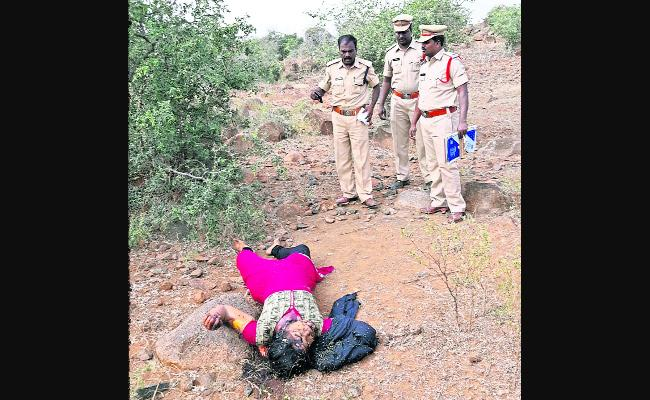 Woman Brutal Murder In Anantapur - Sakshi