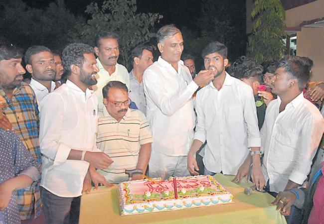 harish rao new year celebrates in siddipet - Sakshi
