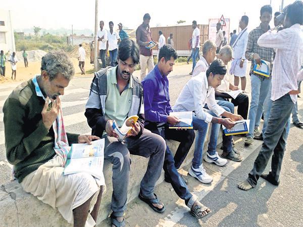 Extended discussion on Chandrababu Govt At Prajasankalpayatra Closing program - Sakshi