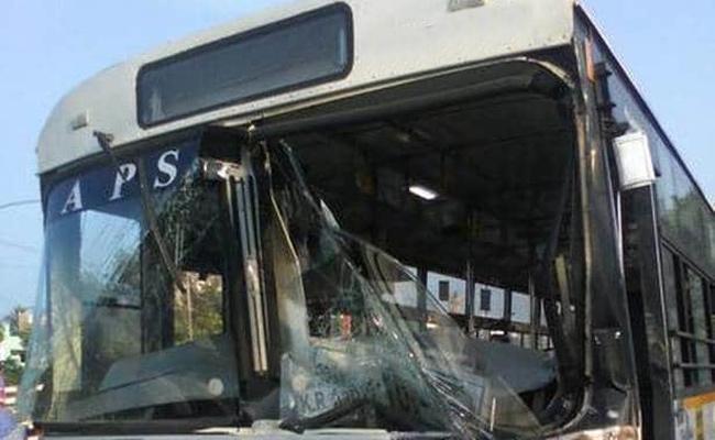 RTC bus crashed into the house At Nuziveedu In Krishna District - Sakshi