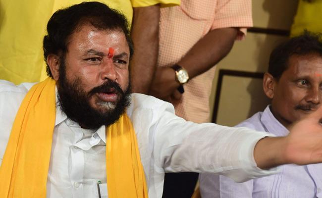 Chintamaneni Prabhakar Filled Illegal Cases On Farmers - Sakshi