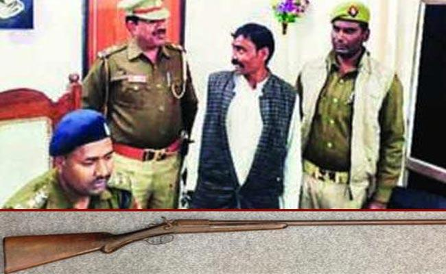 Girl shot by a man after asks about Gun in BAREILLY - Sakshi