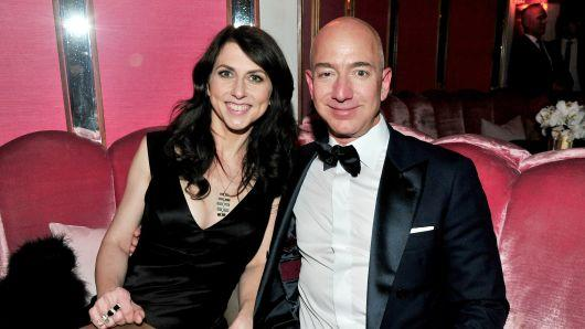 Amazon founder Jeff Bezos and wife divorcing after 25 years - Sakshi