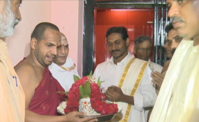 YS Jagan Tirumala Visit Updates - Sakshi