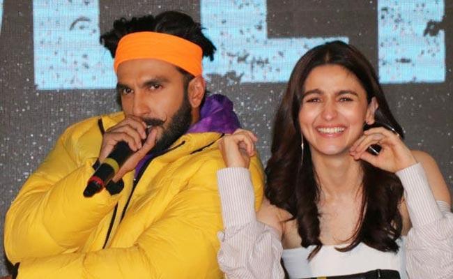 Ranveer Singh Teasing Alia Bhatt In Gully Boy Movie Promotion - Sakshi