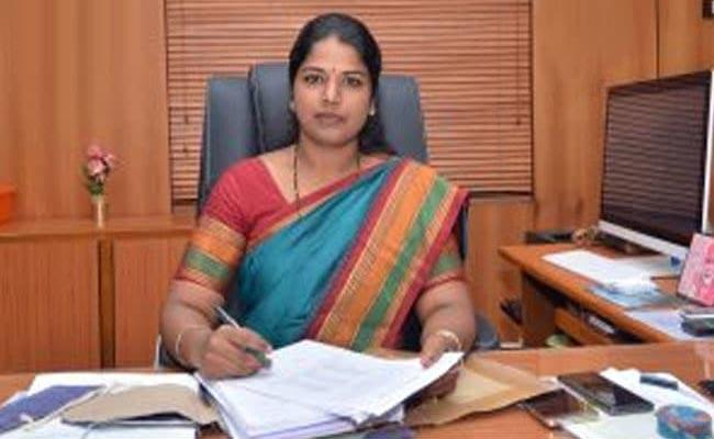 Tamil Nadu Collector Puts Daughter In Anganwadi - Sakshi