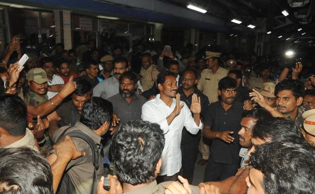 YS Jagan in Vizianagaram Railway Station - Sakshi