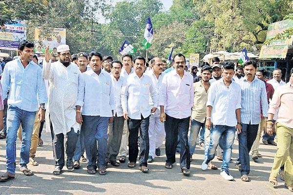 YS Jagan succeeded in the padayatra Celebrations on occasion - Sakshi