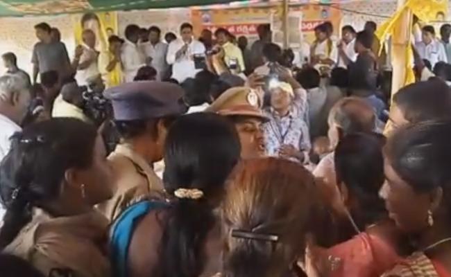 People Protest Against Nara Lokesh In East Godavari - Sakshi