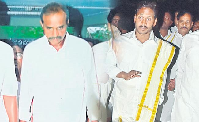 Ys jagan follows his father ys rajasekhara reddy - Sakshi