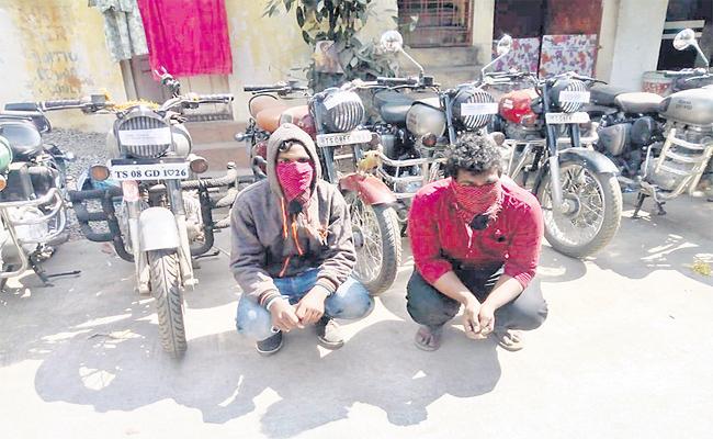 Bullet Bikes Robbery Gang Arrest in Hyderabad - Sakshi