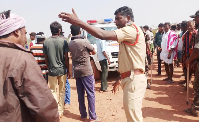 Police And TDP Leaders Threats to People in Janmabhoomi Programme - Sakshi