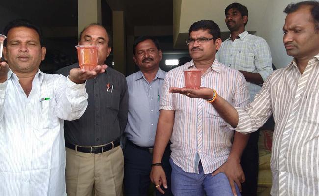 Fake Potash bags Caught in Prakasam - Sakshi