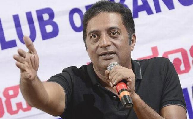 Prakash Raj Supports Rahul Gandhi Over Nirmala Sitharaman Row - Sakshi