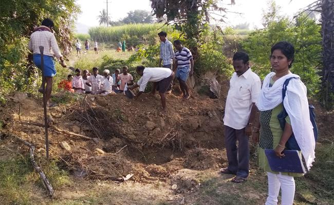 Burial Ground Conflicts in Chittoor - Sakshi