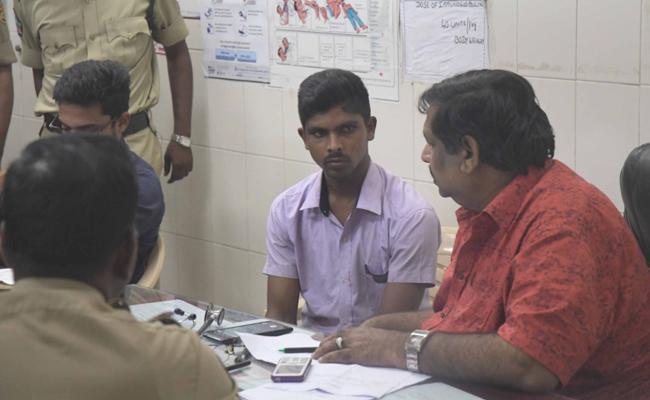 Srinivas Sent To NIA Castady Murder Attempt Case On YS Jagan - Sakshi