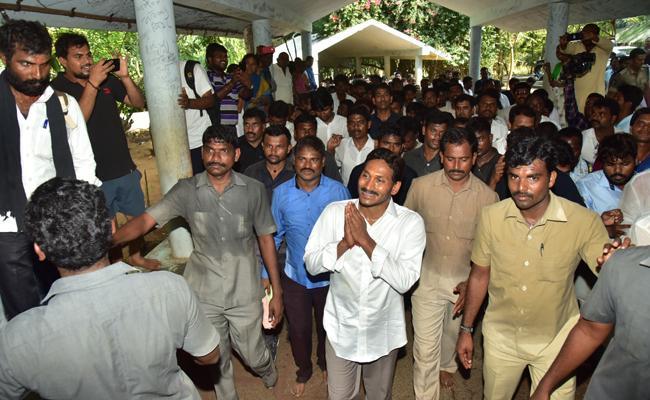 TTD Not Follows Protocol While YS Jagan Visiting Tirumala - Sakshi