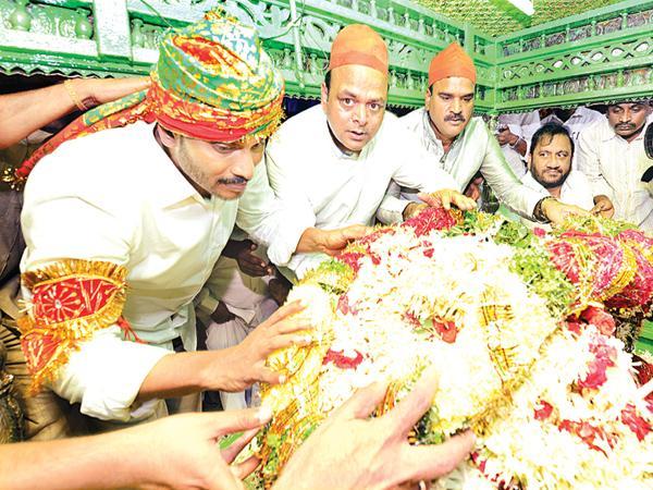 Huge Public With YS Jagan From Tirupati To Pulivendula - Sakshi