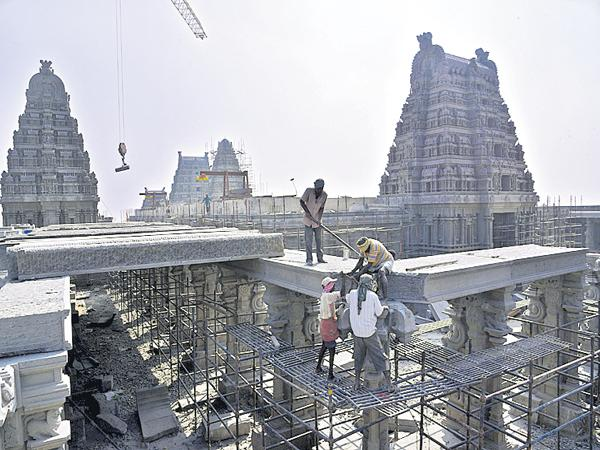 Gold and Silver coatings to the Yadadri Temple - Sakshi