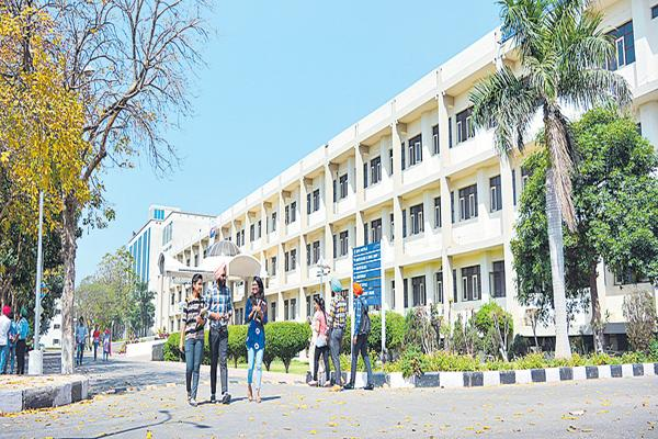 Sudden inspections in engineering colleges - Sakshi