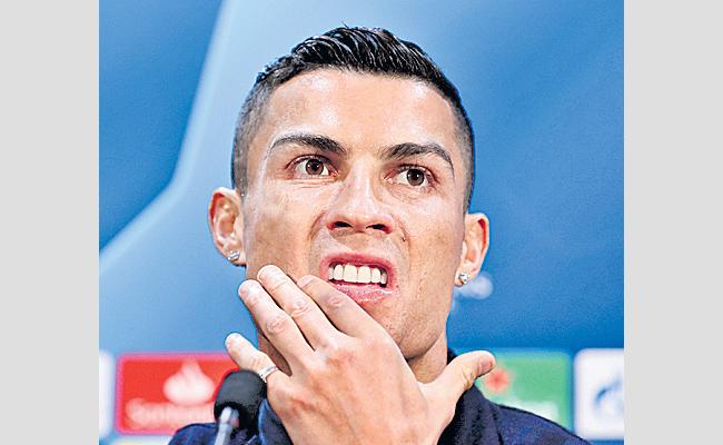 Las Vegas police seeking soccer player Cristiano Ronaldo DNA - Sakshi