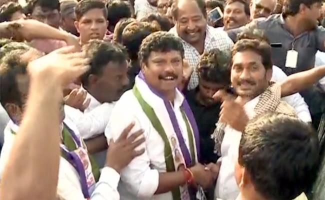 Congress Leader Abdul Gafur Joins YSR Congress Party - Sakshi