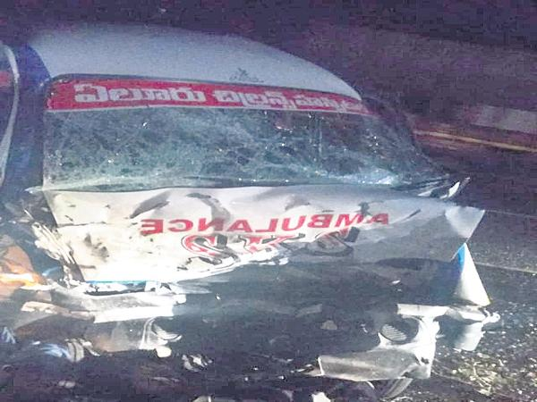 Four dead in car colliding with an ambulance  - Sakshi