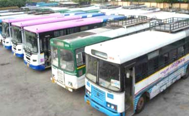 Passengers prefering Andhra buses online - Sakshi