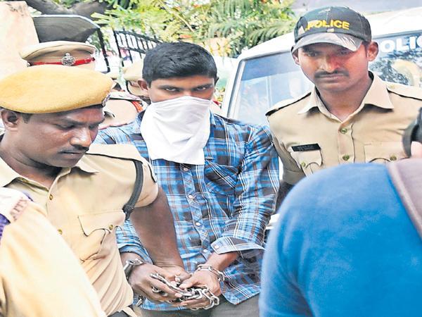 Srinivasa Rao for NIA custody in Murder Attempt On YS Jagan Case - Sakshi