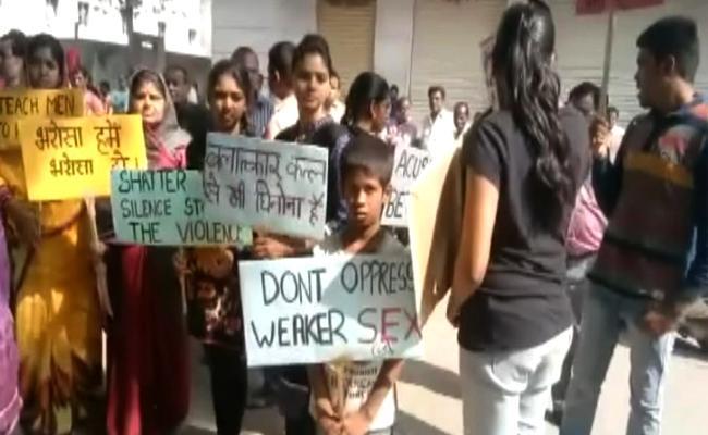 Minaor Girl Gang Raped By 11 Men In Hyderabad - Sakshi